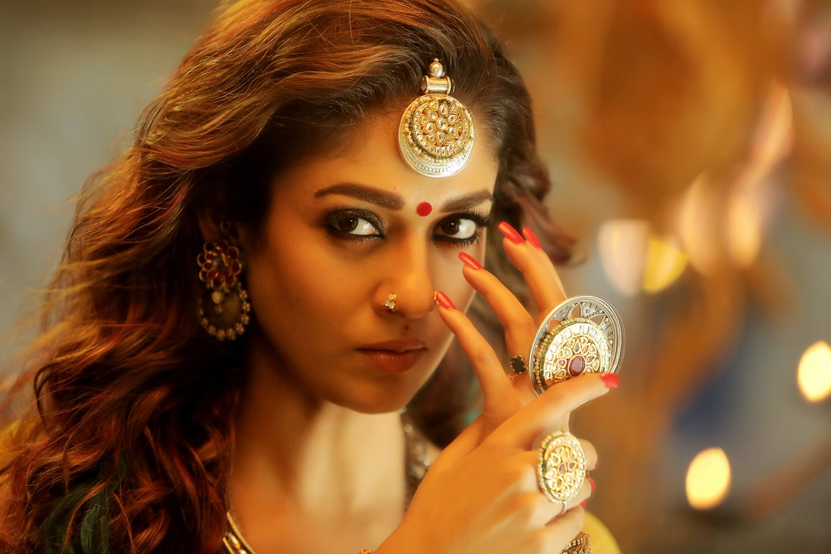 Nayanthara Hd Images 25 Cute Pictures: Nayanthara Beats Tamannaah And Samantha To Become Most