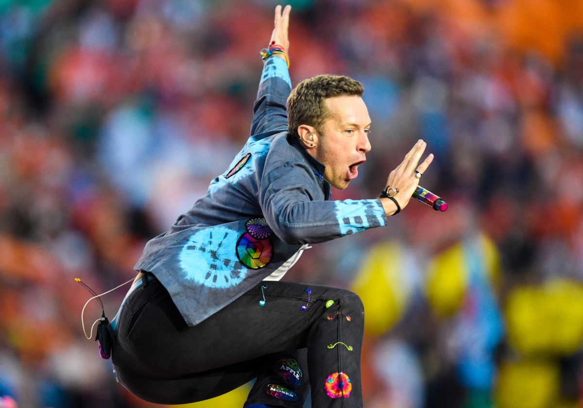 Who is Coldplay frontman Chris Martin dating now?