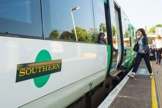 Southern rail boss apologises for Christmas travel chaos amid RMT and Aslef strikes