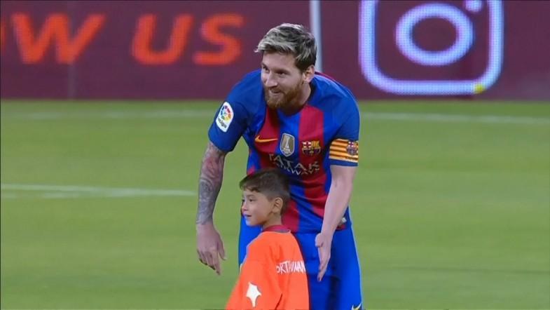 Afghan boy Murtaza Ahmadi meets his football hero Lionel Messi