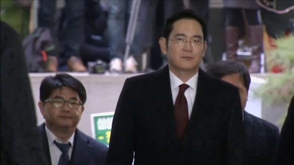 Samsung Group leader Jay Y. Lee arrives for bribery suspicion questioning