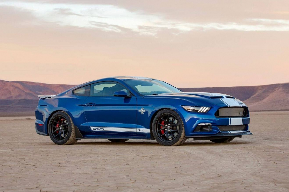 2017 shelby super snake unveiled pays homage to carrol shelby 39 s original model of 1967. Black Bedroom Furniture Sets. Home Design Ideas