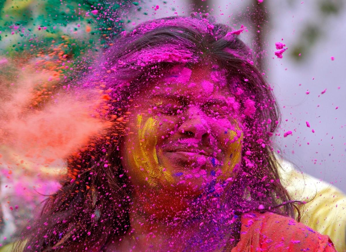 Holi Photo: Holi 2017: Vastu Tips To Keep In Mind While Playing With