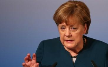 Angela Merkel condemns Turkish leaders for Nazi comparisons