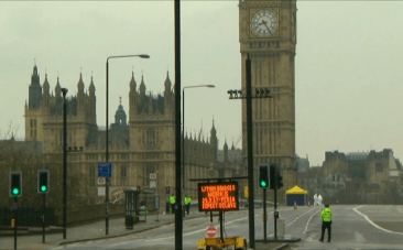 Tourists and Londoners return to Westminster a day after London terrorist attack