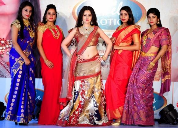 women, indian women, women's ethnic wear, indian women ethnic wear, women in sarees, gold jewellery, gold prices, gold demand