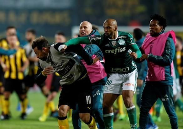 Felipe Melo, Felipe Melo punches Penarol player, Palmeiras, Penarol, fight in South American football match, Copa Libertadores, CONMEBOL