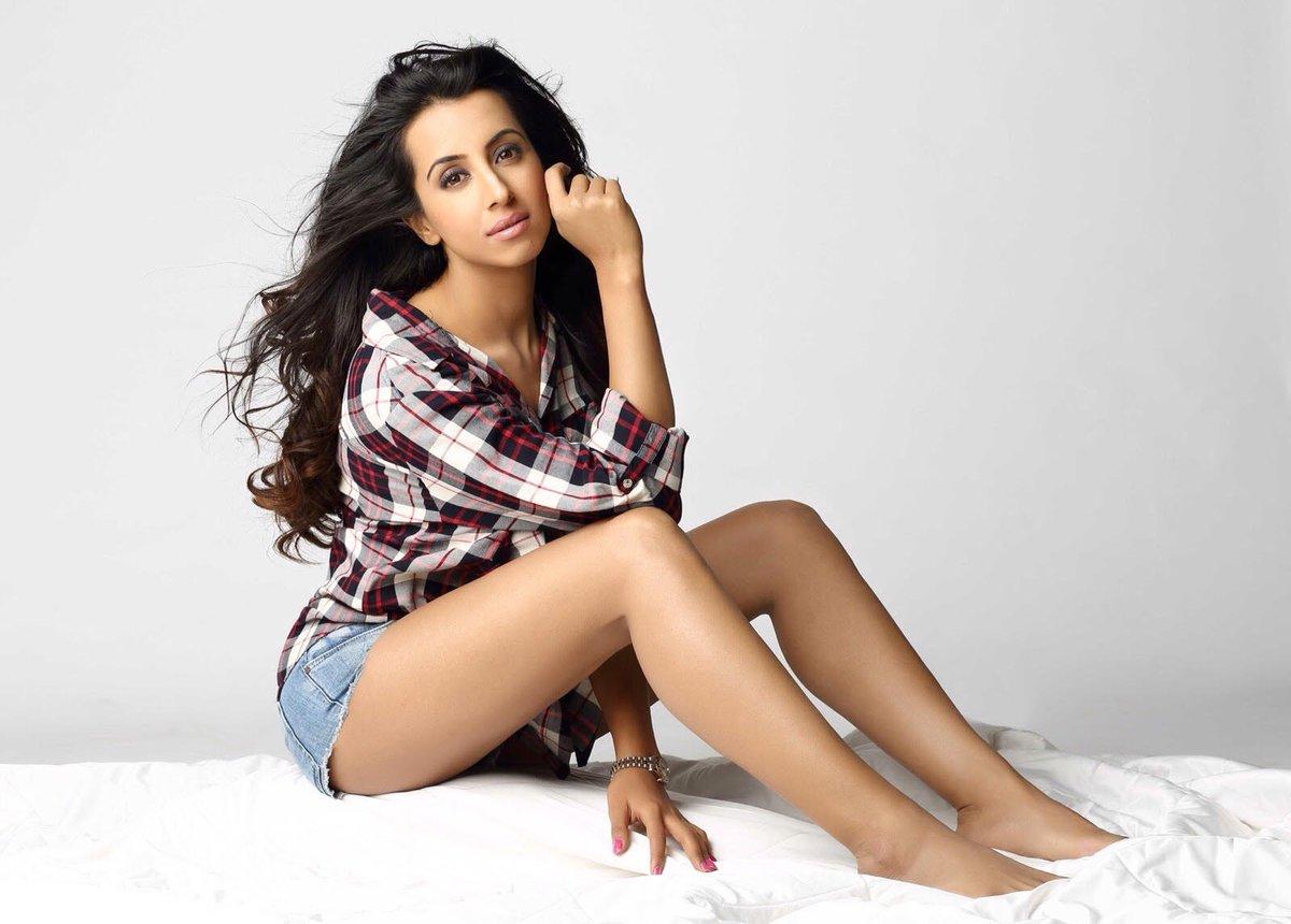 Nude Priyanka Gandhi Beautiful kannada actress sanjjanaa (sanjana) galrani's controversial video