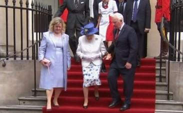 Canadian official touches the arm of the Queen, breaching royal protocol