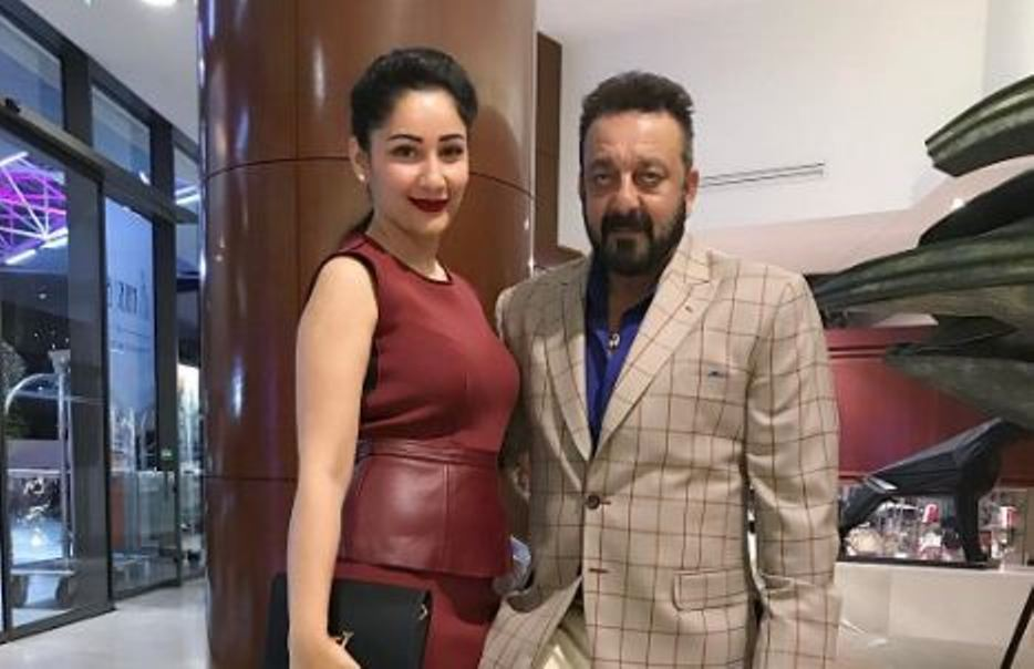 Sanjay Dutt's wife Maanayata hits him with his shoes ...