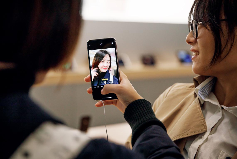 iPhone X's bizarre fixation: Users complain Apple device ...