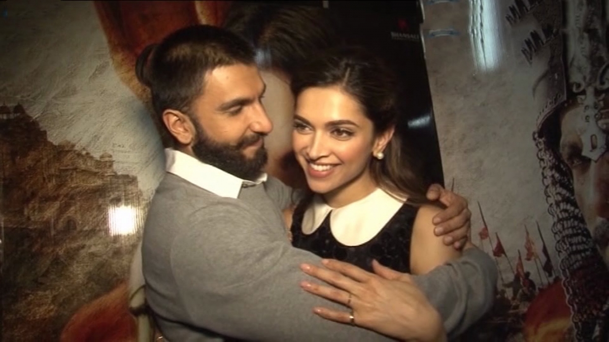 When she's with Ranveer Singh, Deepika Padukone doesn't need anything or anyone else