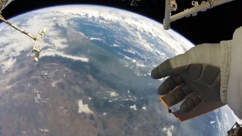 NASA astronaut takes in earths beauty from space
