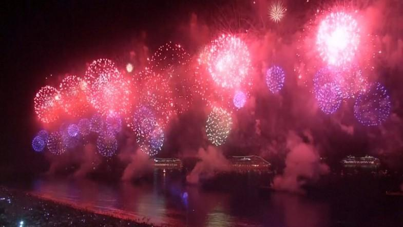 Countries ring in new year with spectacular fireworks display