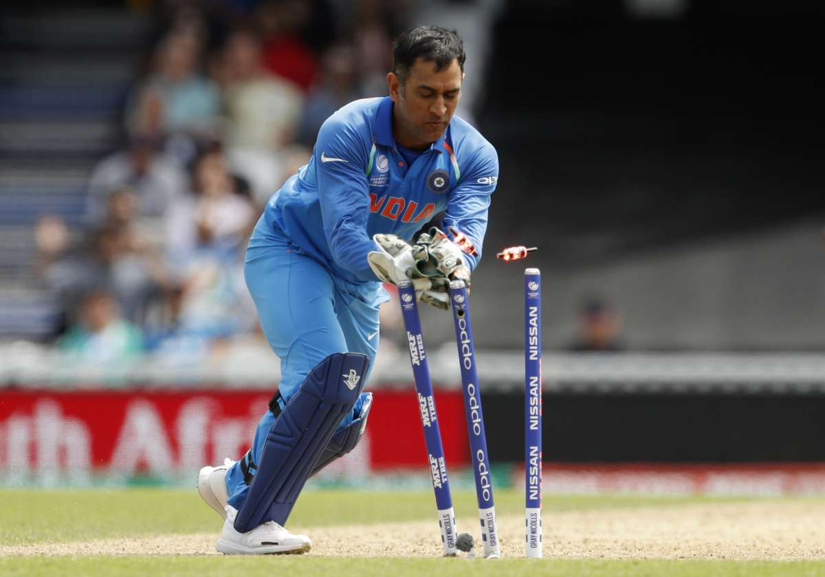 MS Dhoni can become specialist wicketkeeping coach in ... Ms Dhoni Wicket Keeping Diving