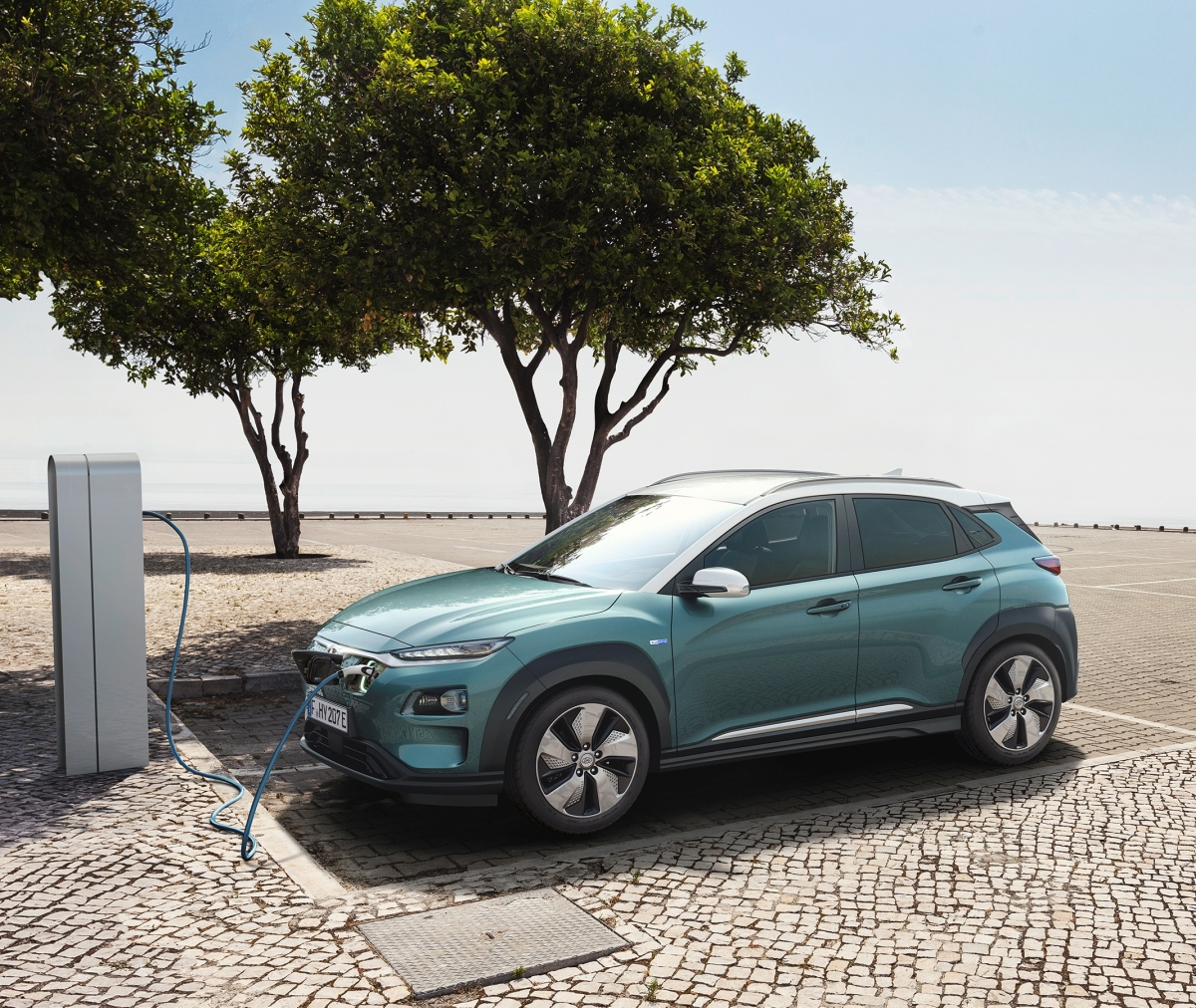 hyundai kona electric suv unveiled with 470km range on single charge all you need to know. Black Bedroom Furniture Sets. Home Design Ideas