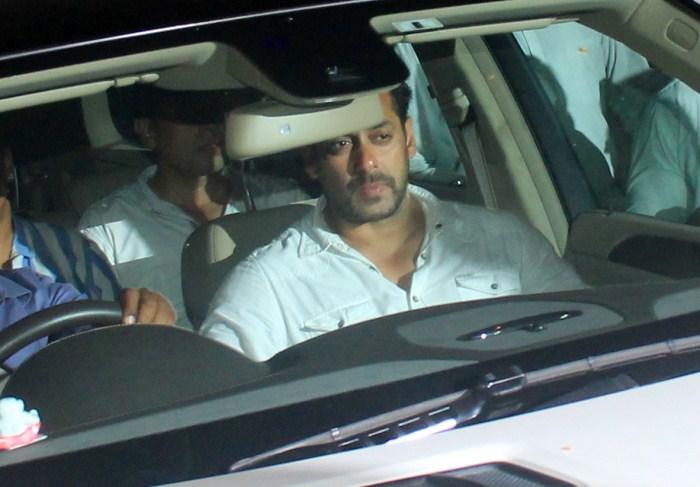 Celebs Visit Salman Khan At Galaxy Appartment 11538
