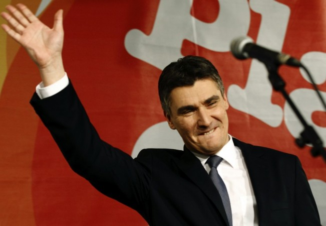 Croatian Prime Minister Zoran Milanovic signed the ratification treaty to enter the European Union