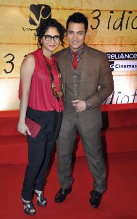 Aamir Khan (R) and his wife Kiran Rao