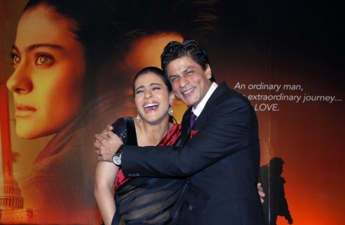 Shah Rukh Khan (R) and Kajol Devgan