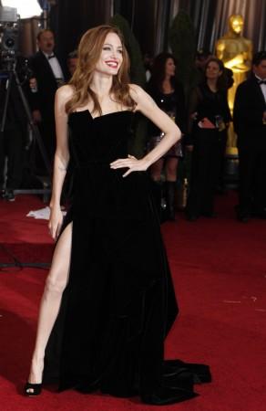 Angelina Jolie: No-show in Cannes, Postpones Wedding