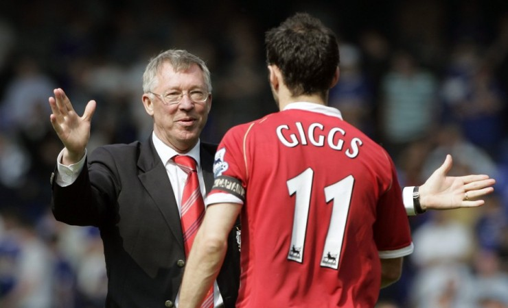 Sir Alex Ferguson and Ryan Giggs (R)