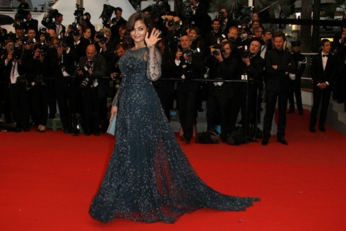 Aishwarya Rai Bachchan Walks the Red Carpet At Cannes 2012 (Facebook)