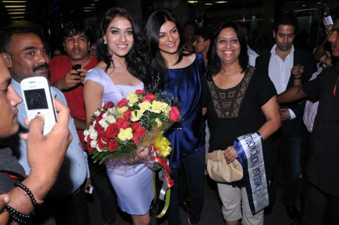 Miss Asia Pacific 2012 Himangini Singh Yadu with former Miss Universe Sushmita Sen at Mumbai Airport: Image: Facebook/ I AM SHE