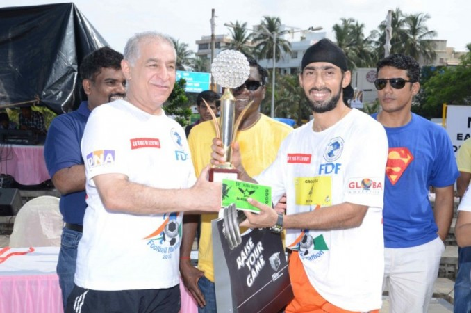 Dalip Tahil and Winner At the Football Marathon. Image: Scribes INC