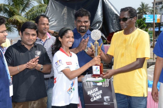 IM Vijiyan Congratulating Winners At Football Marathon