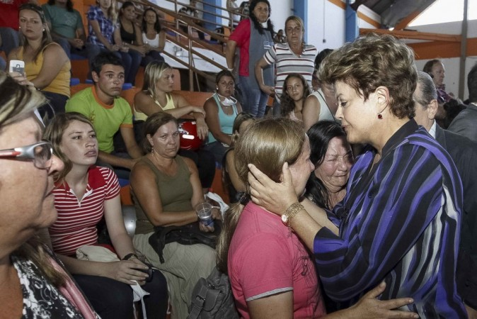 Brazil's President Rousseff consoles relatives of victims of a fire which occurred at the Boate Kiss nightclub in the southern city of Santa Maria