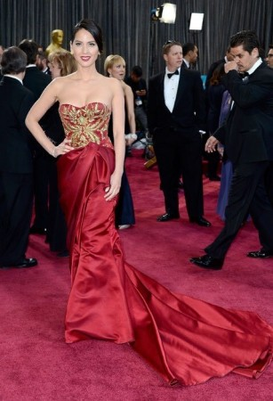 Olivia Munn seemed keen to blend in with the red carpet in her deep red Marchesa dress with a long train that made it difficult for her to move. (Twitter/@hellomag)