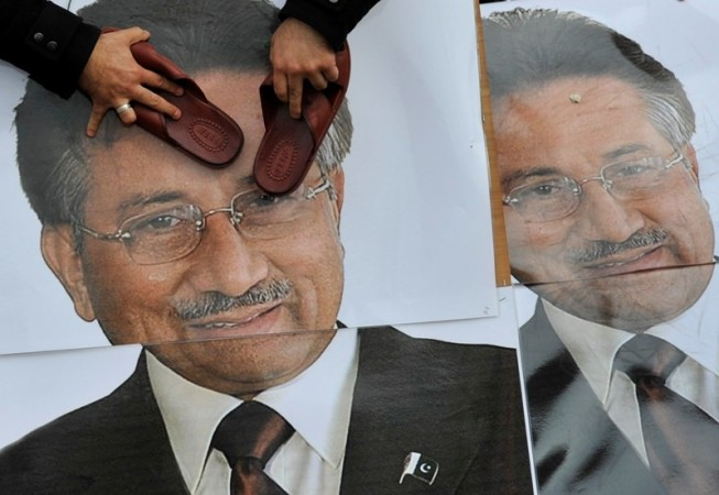 Shoe thrown at General (retd) Pervez Musharraf