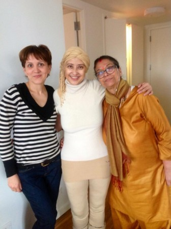 Manisha with with her mother and a friend. (Manisha Koirala/Twitter)