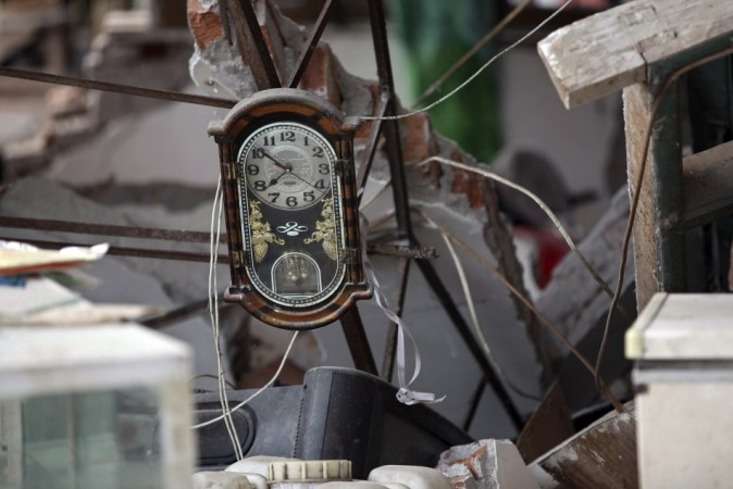 A clock is seen amidst the debris of a collapsed house after a strong 6.6 magnitude earthquake, at Longmen village, Lushan county, Ya'an, Sichuan province April 20, 2013.(Reuters)