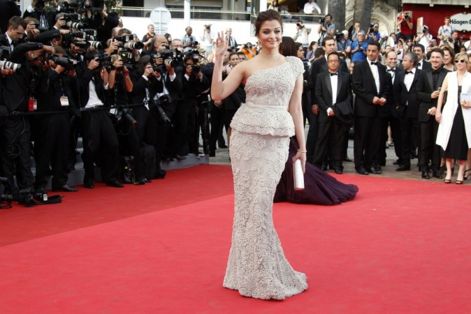 Bollywood actress Aishwarya Rai Bachchan poses on the red carpet for the opening ceremony of the 64th Cannes Film Festival in Cannes May 11, 2011. REUTERS
