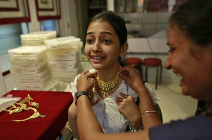 Indians shopping for gold after prices fell