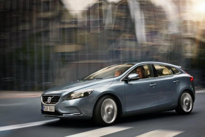 Volvo Drives  V40 Cross Country To India at ₹ 28.5 lakh