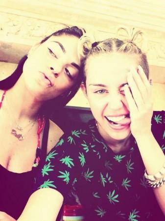 Miley Cyrus Crowned Selfie Queen on Twitter