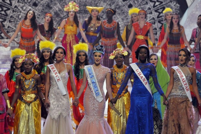 Miss World 2013 Megan Young of the Philippines Sings with Other Contestants During Miss World 2013 in Nusa Dua
