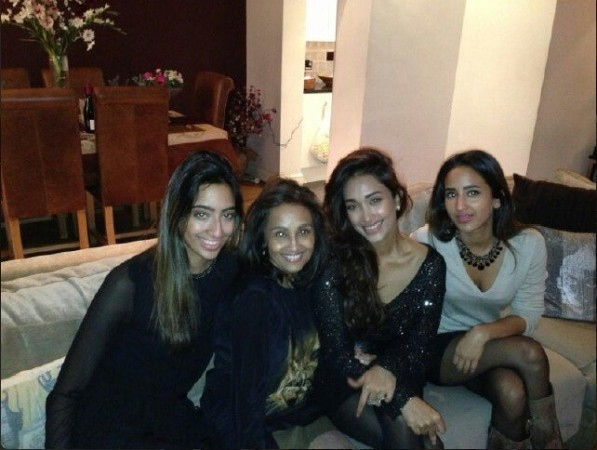 Jiah Khan with mother Rabiya and sisters at a happy time