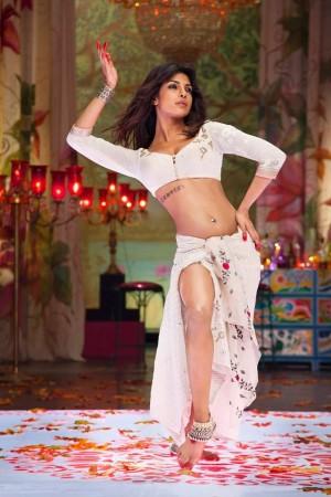 "Priyanka Chopra sizzles in ""Ram Leela"" song"