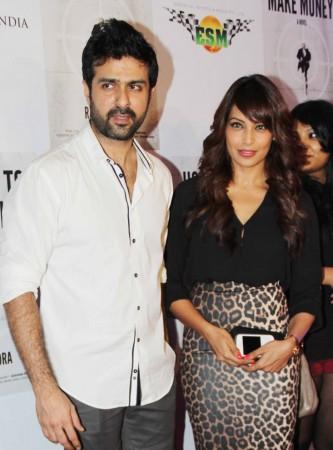 Lovebirds Harmaan and Bipasha together at the bash (photo Varinder Chawla)