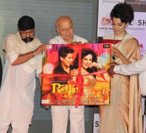 Home Minister Sushilkumar Shinde with actress Kangana Ranaut at the event