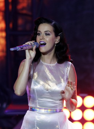 Katy Perry Surpasses Justin Bieber To Become Most Followed Person On Twitter