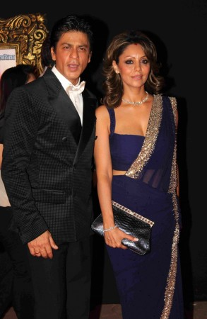 shah rukhgauri khan host christmas party for btown