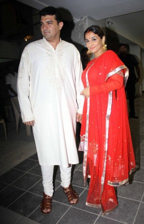 Vidya Balan in Red with husband Siddharth Roy kapoor (Varinder Chawla)