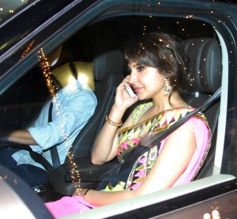 Anushka Sharam busy chatting on way to the Bachchan house(Varinder Chawla)