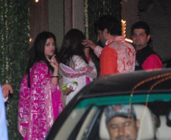 Aishwarya busy attending guests (Varinder Chawla)