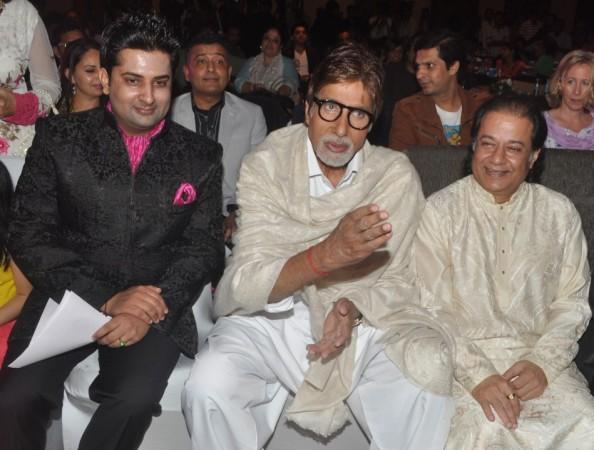 Talat Aziz, Anup Jalota, Pankaj Udhas and Sumeet Tappoo with Amitabh Bachchan